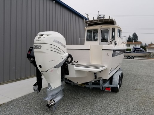 2018 Osprey Pilothouse 24 Fisherman Photo 3 of 90