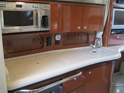 2005 Sea Ray 320 SUNDANCER Photo 11 of 22
