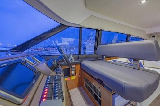 2015 PRESTIGE Flybridge Photo 21 of 47