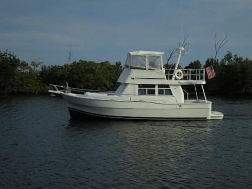 2001 MAINSHIP 390 Trawler Photo 1 of 28