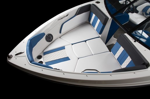 2018 Glastron GTS 205 Mercruiser 250HP Trailer Ext Platform Photo 4 of 12