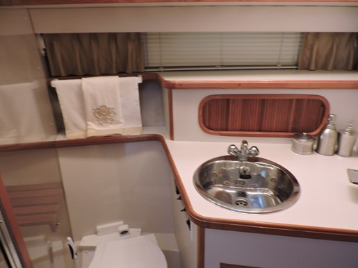 1989 Carver 3807 Aft Cabin Photo 40 of 56