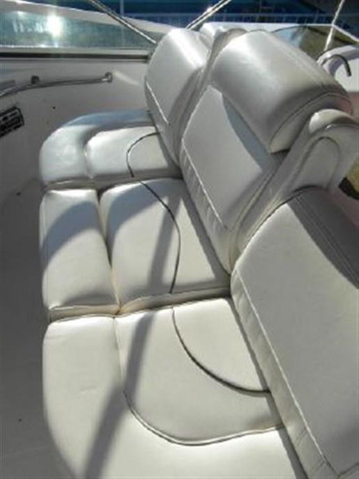2001 Cruisers Yachts 5000 Sedan Sport Photo 10 of 28