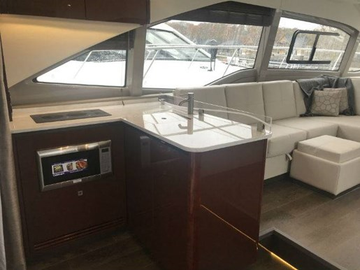 2017 Sea Ray FLY 460 Photo 18 of 20