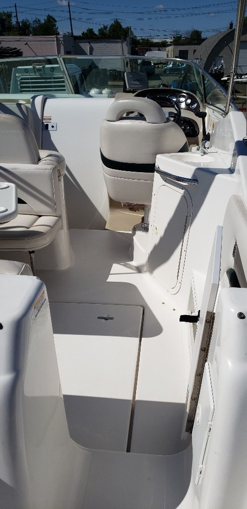 2001 Chaparral boat for sale, model of the boat is 260 Signature MC & Image # 4 of 12