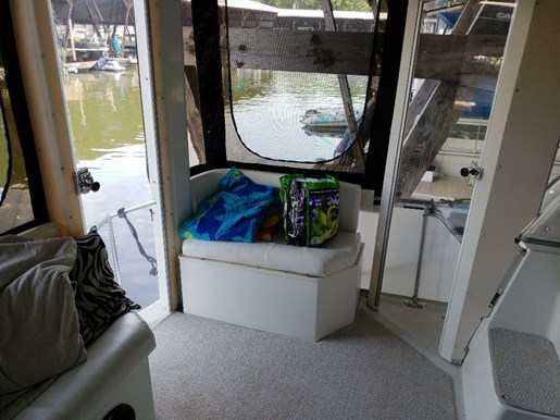 1994 Carver boat for sale, model of the boat is 370 Aft F/B & Image # 11 of 24