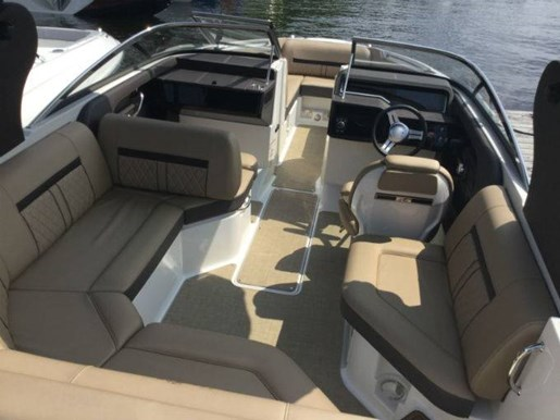 2018 Sea Ray SLX 230 Photo 5 sur 6