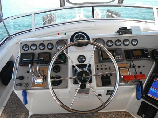 1997 Carver 445 Aft Cabin Motor Yacht Photo 20 of 67