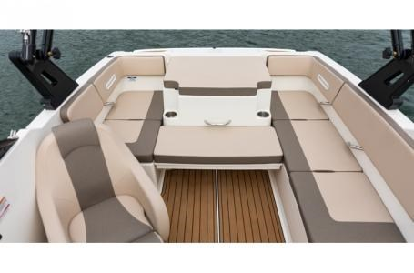 2018 Bayliner VR4 Bowrider Photo 3 of 6