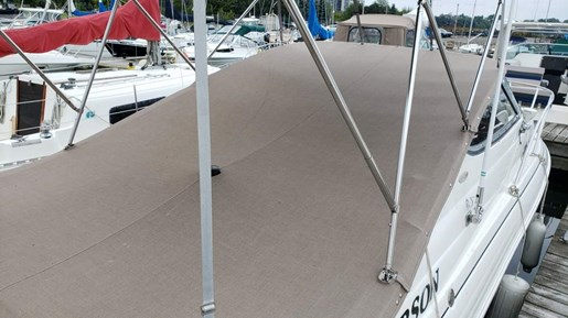 2006 Larson boat for sale, model of the boat is 240 Cabrio MC & Image # 3 of 11