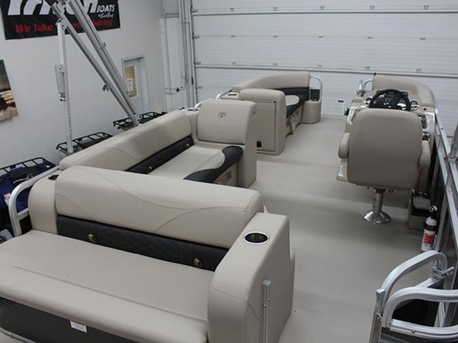 2018 Tahoe Pontoons LT Cruise Rear Bench 22' Photo 9 of 15