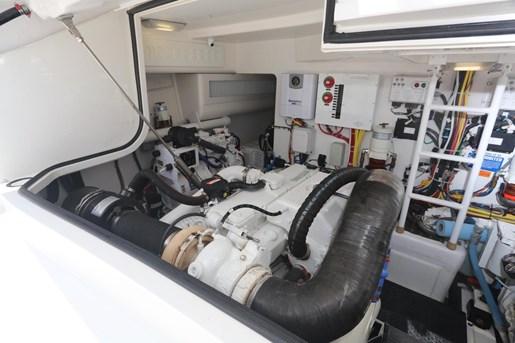 2014 Viking Yachts 42' Open Photo 7 of 32