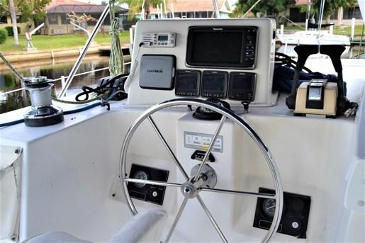 1999 Endeavour Catamaran 36 Photo 12 of 58