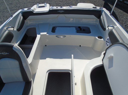 2019 Stingray boat for sale, model of the boat is 182 SC w/ Fishing Package For Sale- STR111 & Image # 5 of 6