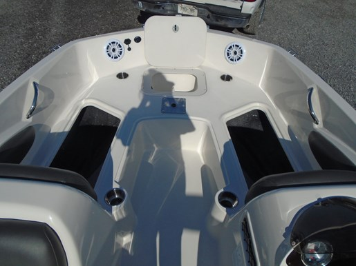 2019 Stingray boat for sale, model of the boat is 182 SC w/ Fishing Package For Sale- STR111 & Image # 4 of 6