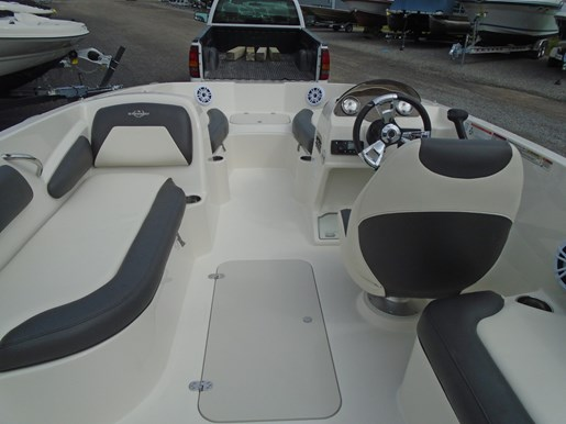 2019 Stingray boat for sale, model of the boat is 182 SC Blue Graphics For Sale - STR112 & Image # 3 of 5