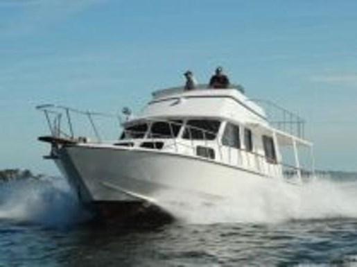2007 Kenner boat for sale, model of the boat is Suwanee Flybridge Cruiser & Image # 2 of 17