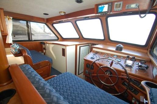 2007 Kenner boat for sale, model of the boat is Suwanee Flybridge Cruiser & Image # 3 of 17