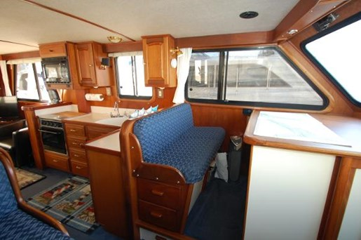 2007 Kenner boat for sale, model of the boat is Suwanee Flybridge Cruiser & Image # 4 of 17
