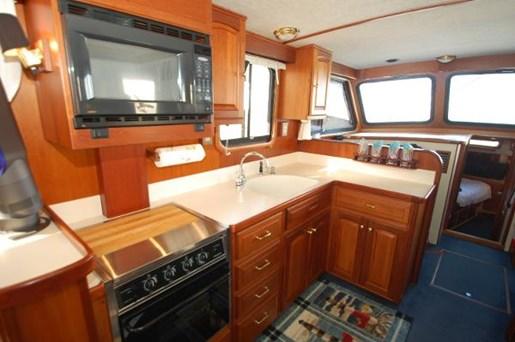 2007 Kenner boat for sale, model of the boat is Suwanee Flybridge Cruiser & Image # 6 of 17