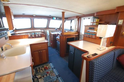 2007 Kenner boat for sale, model of the boat is Suwanee Flybridge Cruiser & Image # 9 of 17