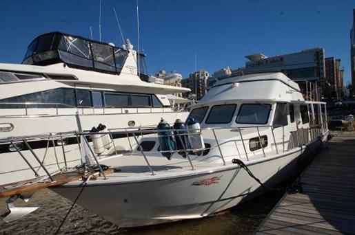 2007 Kenner boat for sale, model of the boat is Suwanee Flybridge Cruiser & Image # 16 of 17