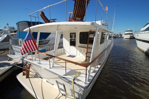 2007 Kenner boat for sale, model of the boat is Suwanee Flybridge Cruiser & Image # 17 of 17