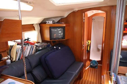 2002 Hunter boat for sale, model of the boat is 410 & Image # 2 of 19