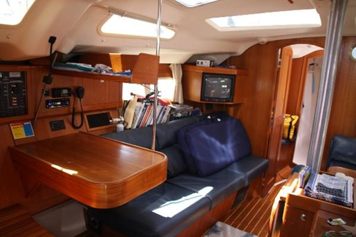 2002 Hunter boat for sale, model of the boat is 410 & Image # 10 of 19