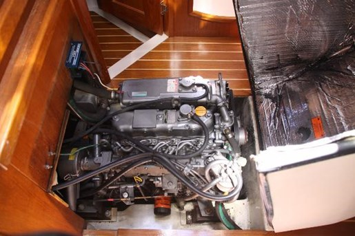 2002 Hunter boat for sale, model of the boat is 410 & Image # 12 of 19