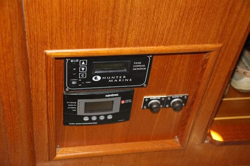 2002 Hunter boat for sale, model of the boat is 410 & Image # 13 of 19