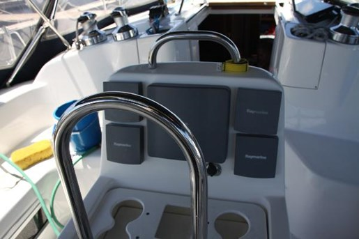 2002 Hunter boat for sale, model of the boat is 410 & Image # 17 of 19