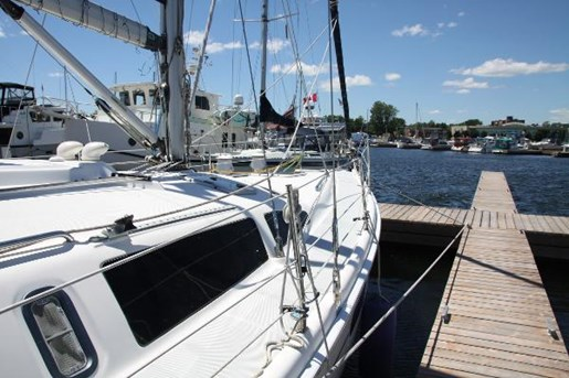 2002 Hunter boat for sale, model of the boat is 410 & Image # 18 of 19