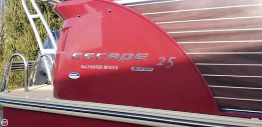 2014 Larson Escape 25 Salt Water Series Photo 6 of 20