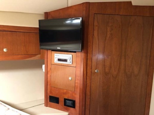 2004 Cruisers Yachts boat for sale, model of the boat is 440 Express & Image # 9 of 16