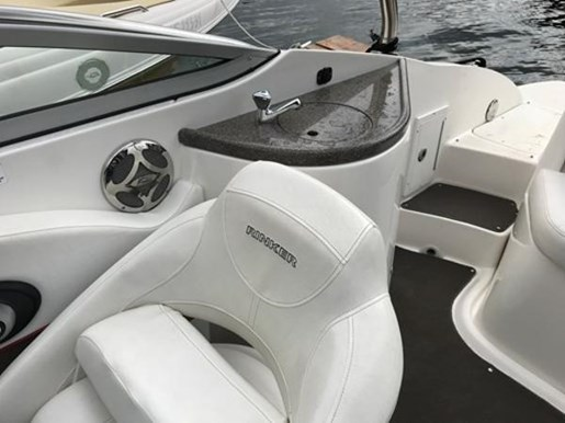 2009 Rinker boat for sale, model of the boat is 248 Deckboat with Tower & Image # 4 of 5