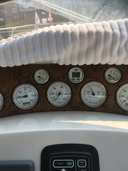 2004 Larson boat for sale, model of the boat is 330 Cabrio & Image # 3 of 11