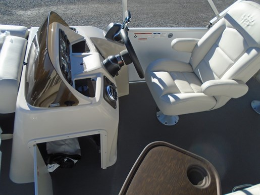 2019 Manitou boat for sale, model of the boat is 20 Aurora Angler LE For Sale – MAN122 & Image # 4 of 7
