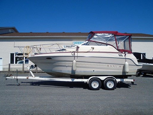 For Sale: 1991 Maxum Express Cruiser 23 Scr - For Sale Brokerage 23ft<br/>Pirate Cove Marina