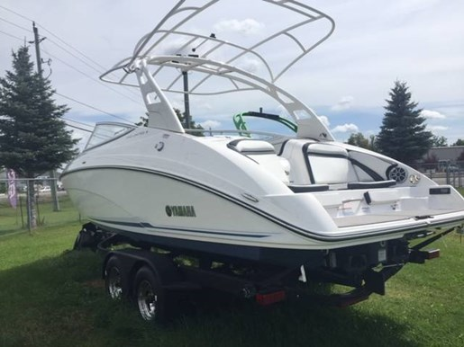 2019 Yamaha boat for sale, model of the boat is 242 LIMITED S (E-SERIES) & Image # 2 of 5