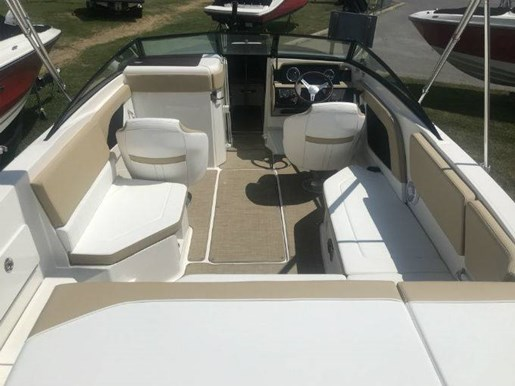 2018 Sea Ray boat for sale, model of the boat is 230 SPX & Image # 2 of 5