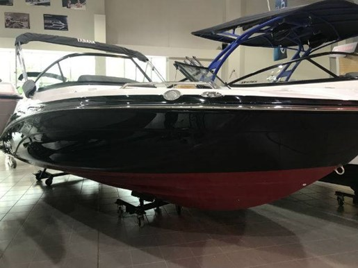2018 Yamaha boat for sale, model of the boat is 212 LIMITED & Image # 1 of 5