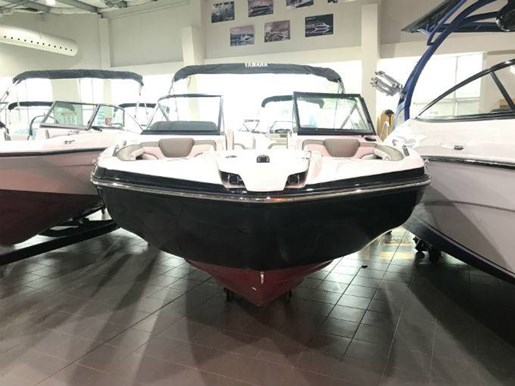 2018 Yamaha boat for sale, model of the boat is 212 LIMITED & Image # 2 of 5