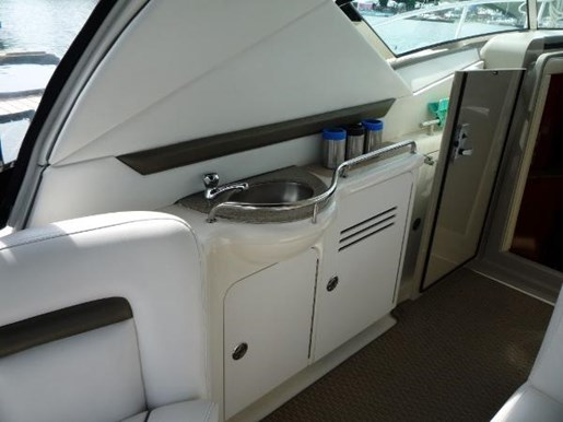 2006 Sea Ray boat for sale, model of the boat is 38 Sundancer & Image # 5 of 16