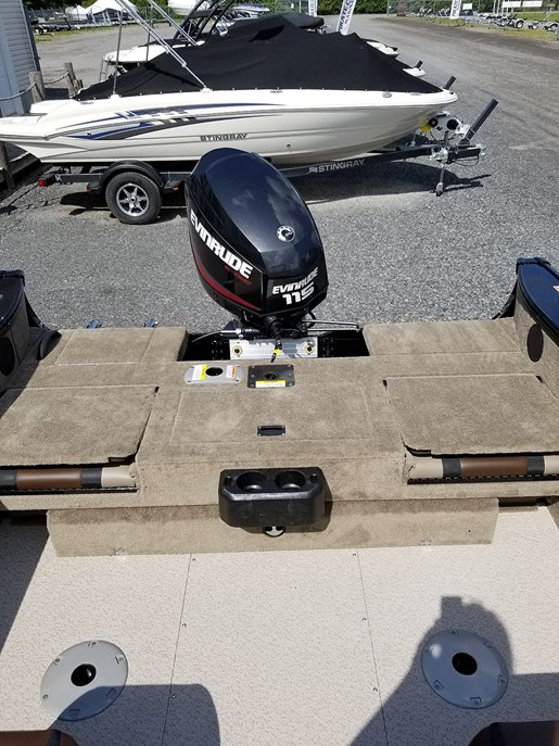 2020 Lund boat for sale, model of the boat is 1775 Crossover XS - For Sale - LF820 & Image # 7 of 9