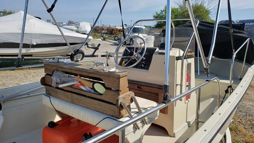 1991 Boston Whaler boat for sale, model of the boat is 17 Montauk & Image # 4 of 5