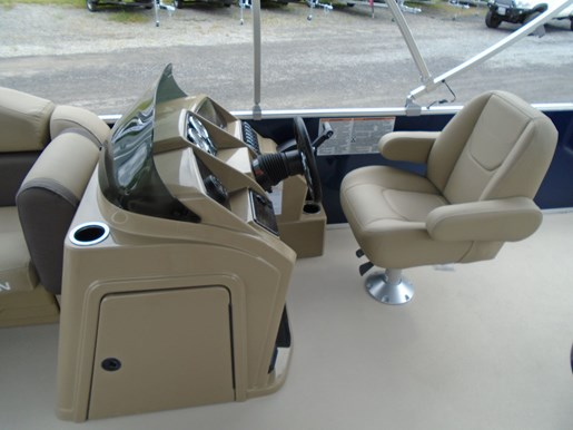 2020 Sylvan boat for sale, model of the boat is Mirage 8520 Cruise & Image # 4 of 8
