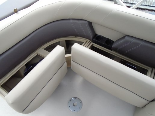 2020 Sylvan boat for sale, model of the boat is Mirage 8520 Cruise & Image # 6 of 8