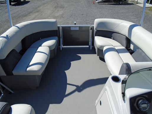 2020 Sylvan boat for sale, model of the boat is Mirage 8520 Cruise TriToon – For Sale – SYLP106 & Image # 2 of 6