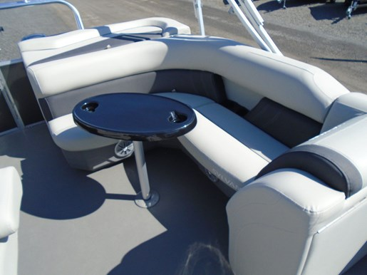 2020 Sylvan boat for sale, model of the boat is Mirage 8520 Cruise TriToon – For Sale – SYLP106 & Image # 4 of 6
